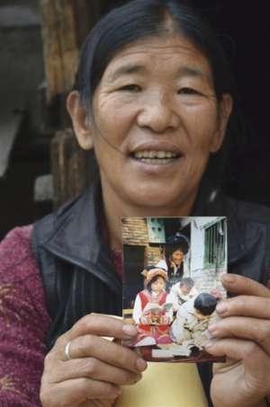 收养孤儿挖煤抚养 用爱为原本黯然失色的生命点亮希望之光