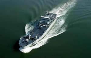 美军船只称遭骚扰 被4艘伊朗船只高速逼近发射数枚警示弹