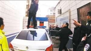 酒驾被查踩警车并出手殴打随车协警 被依法处以7天刑事拘留